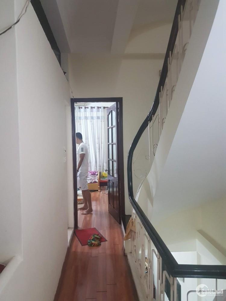 Bán nhà phân lô Hoàng Cầu 48m2 oto vào nhà 5 tầng, chỉ với 10.5 tỷ.