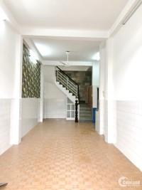 Cho thuê nhà 2 lầu sân thượng mặt tiền đường Tôn Thất Thuyết quận 4.