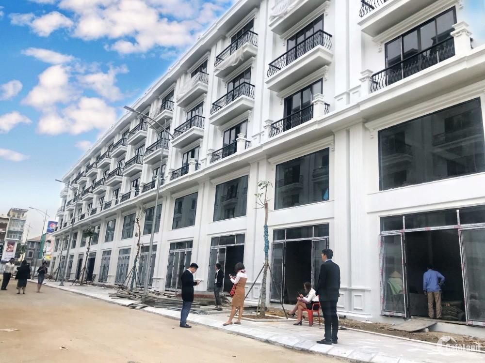 Cô Lan nhờ đăng bán lại căn nhà phố ngã tư 100m2, 6m mt, xây 6 tầng, giá 22,1 tỷ