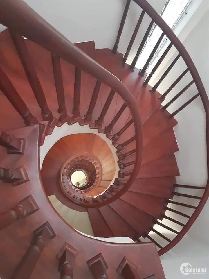 Nhà mới đường Vĩnh Phúc siêu đẹp, 49m2 5 tầng mà giá chưa đầy 100tr/m2