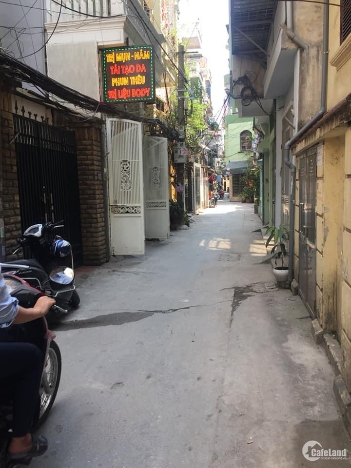 Cần bán gấp căn nhà phố Chùa Bộc để chuyển nhà mới, Giá rẻ chỉ 2,x tỷ.