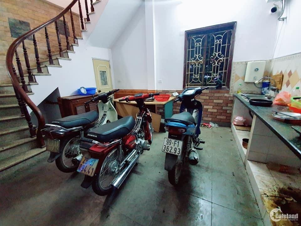 Rất cần bán: Nhà tam Trinh Hoàng Mai 43m 5tầng, giá chào 3tỷ5,lh 0968181902.