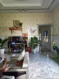 Bán gấp căn nhà nằm ngay chợ Đức Hòa đường Võ Văn Tần. Sổ riêng bao sang tên.