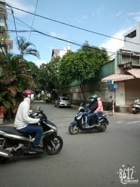 Bán căn góc mặt tiền Nguyễn Xuân Khoát, phường Tân Thành,12 x 22.5, nhà cấp 4.