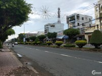Bán nhà phố mặt tiền Phạm Thái Bường tại Phường 4, trung tâm thành phố Vĩnh Long