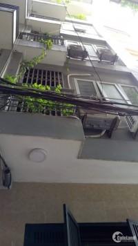 Tôi cần bán nhà phố Lê Văn Lương, nhà đẹp, ngõ thông thoáng, 50m2, giá 4,4 tỷ.