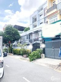 Bán nhà nát vị trí đẹp mặt tiền đường Tôn Thất Thuyết quận 4.