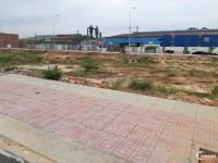 Còn 2 lô đất đối diện  chợ ngay trung tâm thị xã Tân Uyên, sổ hồng reeng.