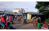 CẦN TIỀN MỞ SHOP QUẦN ÁO Ở SÀI GÒN,  BÁN GẤP 450M2 ĐẤT NGAY CHỢ, DÂN ĐÔNG