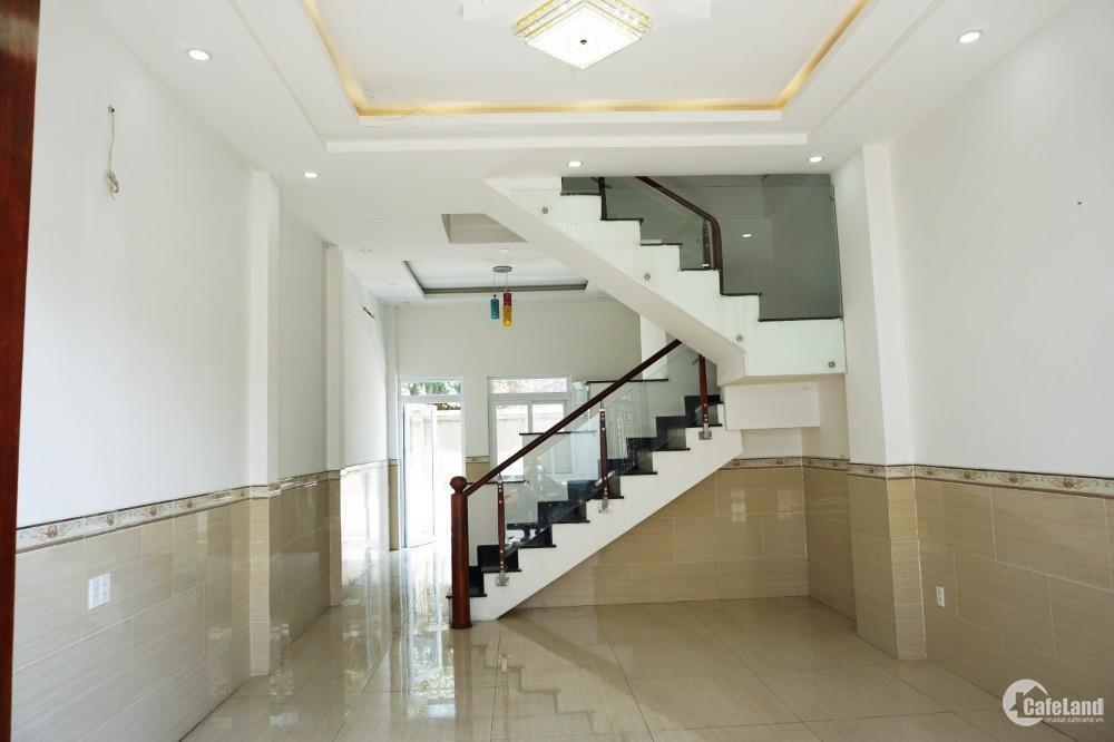 Bán nhà Ở NGAY trên đường QL13 1 trệt 2 lầu chỉ 4.85/căn. Sổ riêng