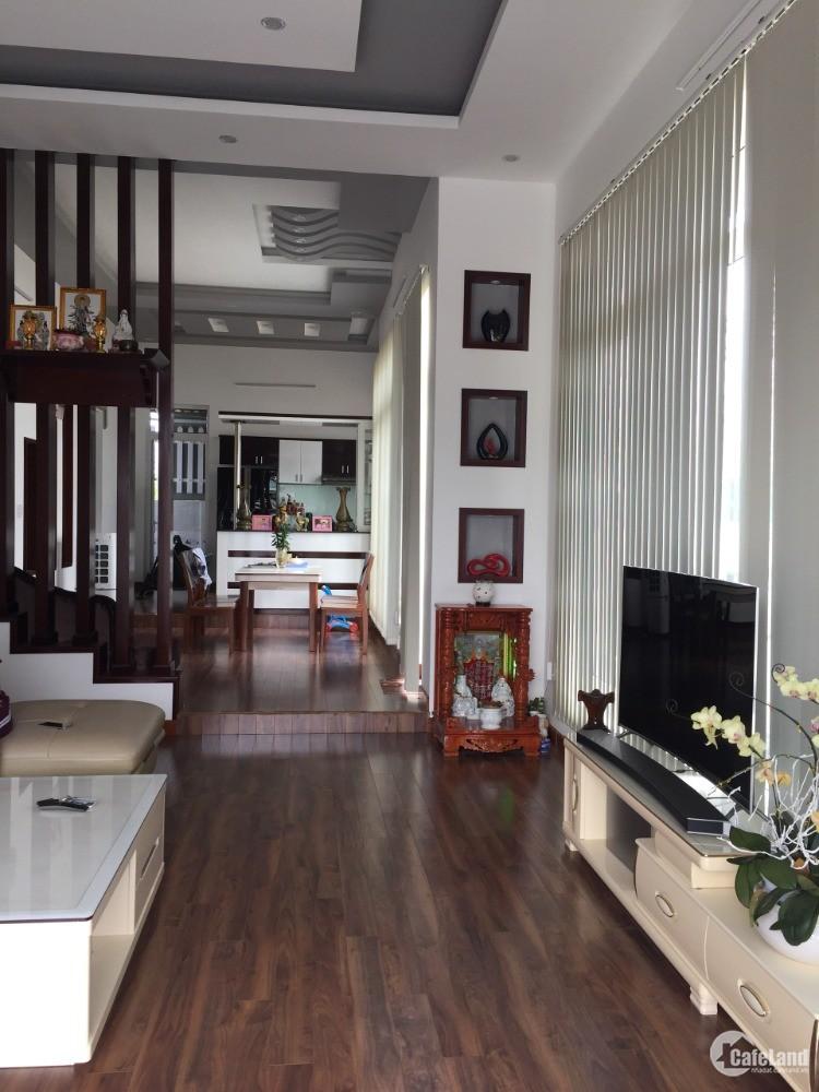 bán gấp biệt thự Thái 250m2 mới xây dựng, chính chủ, ngay khu trung tâm thị xã