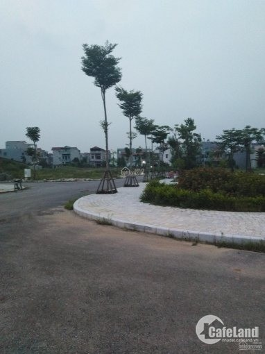 Bán lô góc 2 MT tại KĐT Bách Việt - 122.3m2 đối diện Quảng trường trung tâm kinh