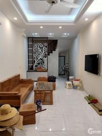Bán nhà đẹp ngõ 102 Trường Chinh, 36m2, gần ô tô, về ở ngay giá 3.2 tỷ.