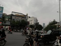 Cho thuê nhà làm nhà hàng mặt phố Trần Thái Tông: 300m2, mặt tiền 8.5m.