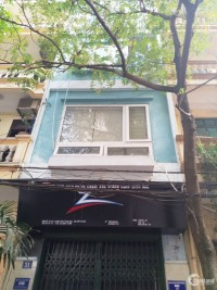 chính chủ cho thuê nhà tại trung Kính ở luôn giá 30tr 5 tầng