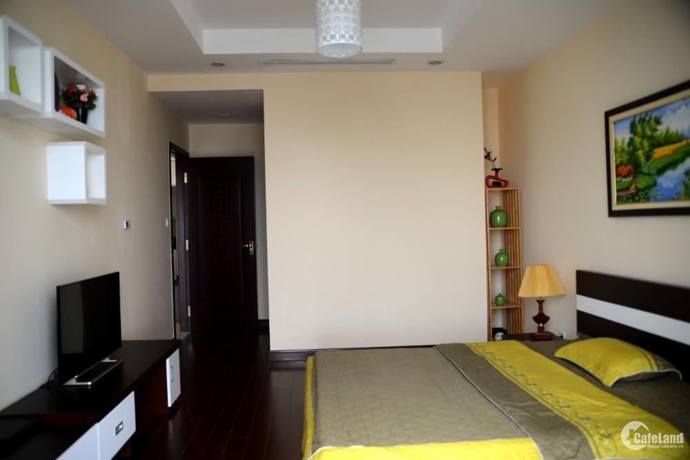 Cần bán căn hộ Royal city 132m2, 3 phòng ngủ