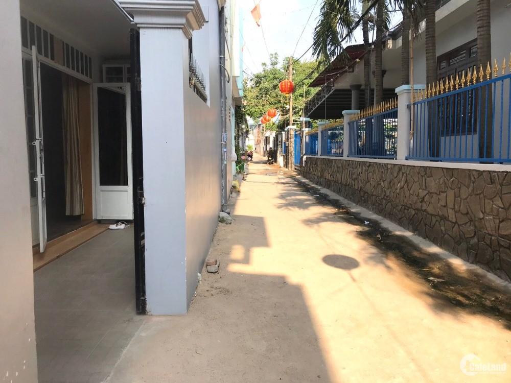 Nhà đẹp 1/ đường 185 Phước Long B cần bán gấp 3,75 tỷ