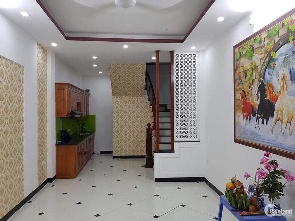 Bán nhà quận Thanh Xuân, Ô tô đỗ cửa, Lô góc 2 mặt thoáng, Xây 4 tầng, Giá 3 tỷ.