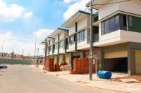 Mua nhà phố Oasis City,1 trệt 1 lầu,ngay đh Việt Đức, Bến Cát, B.Dương, Luyện