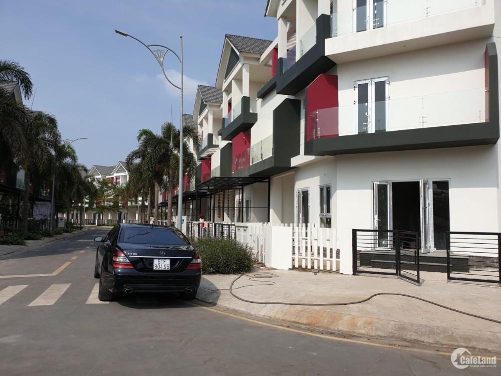 Bán căn góc ngay cổng dự án nhà phố Valencia Quận 9 5,7 tỷ.
