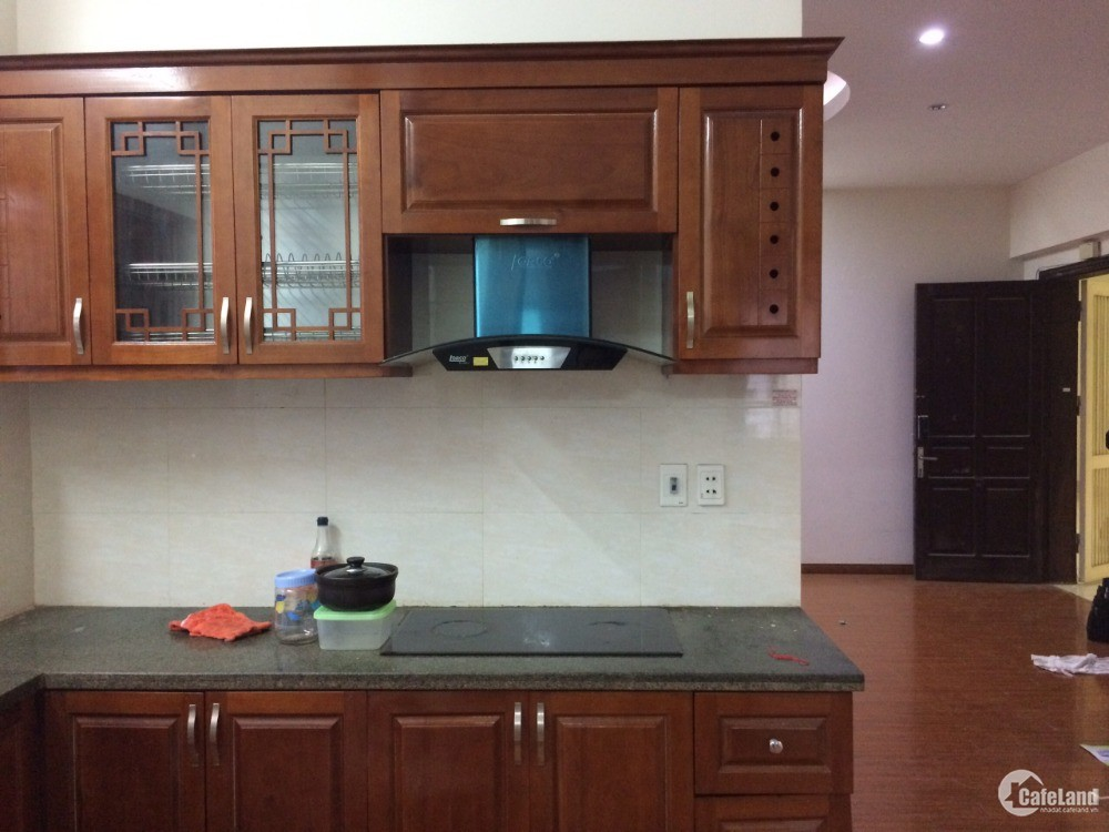 Cho thuê căn hộ tầng 11 N4CD mặt đường Lê Văn Lương, 3 phòng, 79 m2 giá 10 triệu