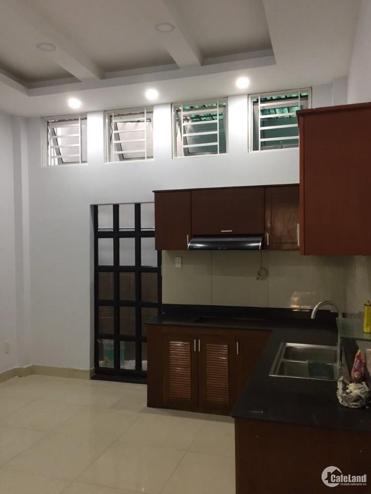 Tôi muốn bán căn nhà hẻm 215 Nguyễn Xí. 2MT sau lưng Công Viên
