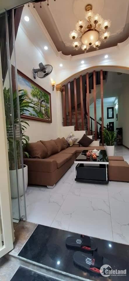 Bán nhà Phố Minh Khai DT 50m2,5 tầng, 4 phòng ngủ, ngõ xe ba gác tránh.