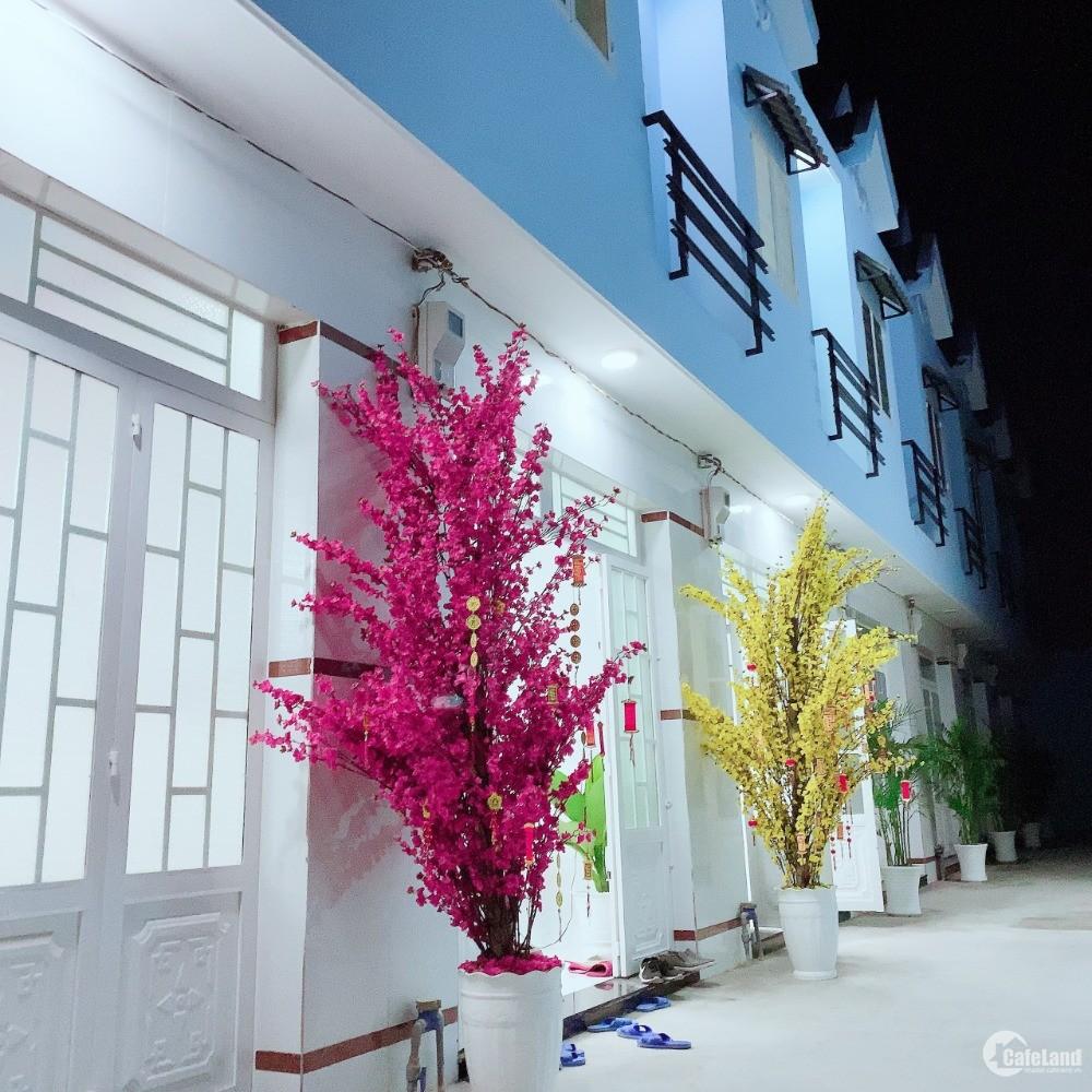 Nhà mới xây 3 căn liền kề 1 trệt 1 lầu, gần chợ Thuận Đạo, dọn vào ở ngay, 4x15