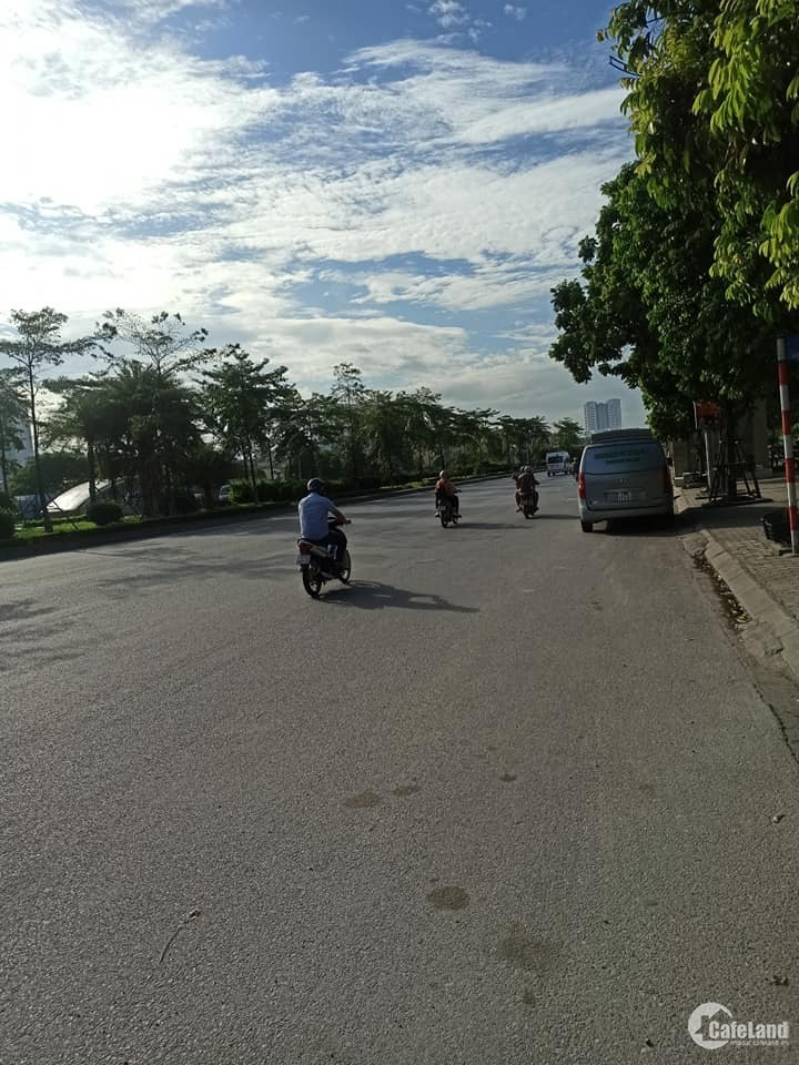 Nhà mặt đường Lý Sơn, Q. Long biên - tuyến đường huyết mạch - kinh doanh đỉnh