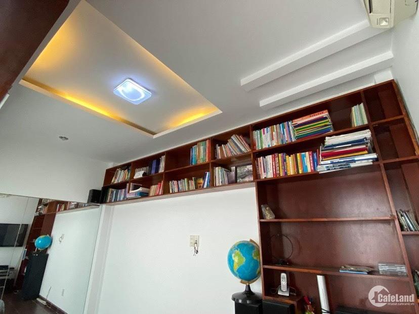 Bán nhà giá rẻ HXH Lê Hồng Phong P1 Q10 ,3,7x14m ,2 lầu st ,5pn.