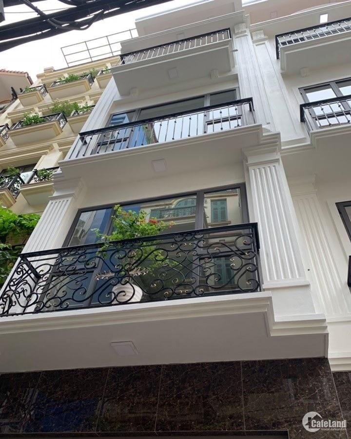Bán nhà Hoàng Văn Thái 40m2 xây 6 tầng.