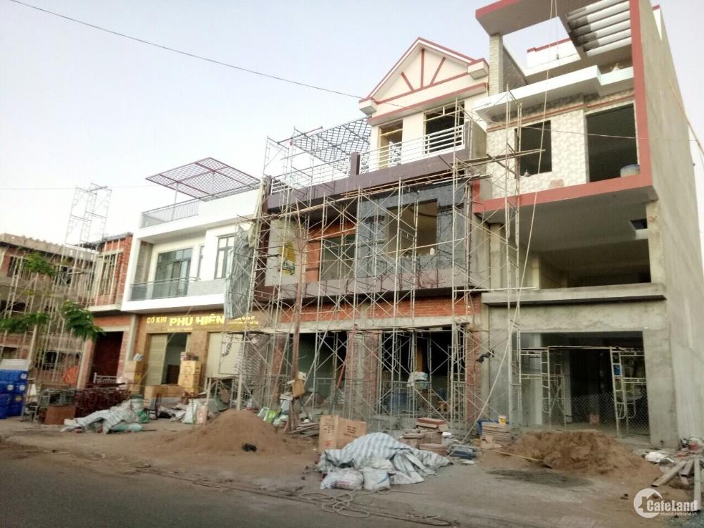 đất chợ mới huyện Bến Tre giá chỉ 10,6tr/m2