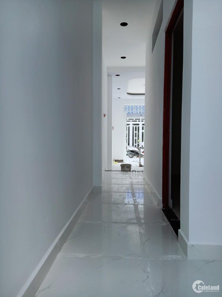 Bán gấp căn nhà phố 1 trệt 1 lầu ở ngã ba Đức Hòa, dt 52m2,shr, 1T 1 L,giá 880tr