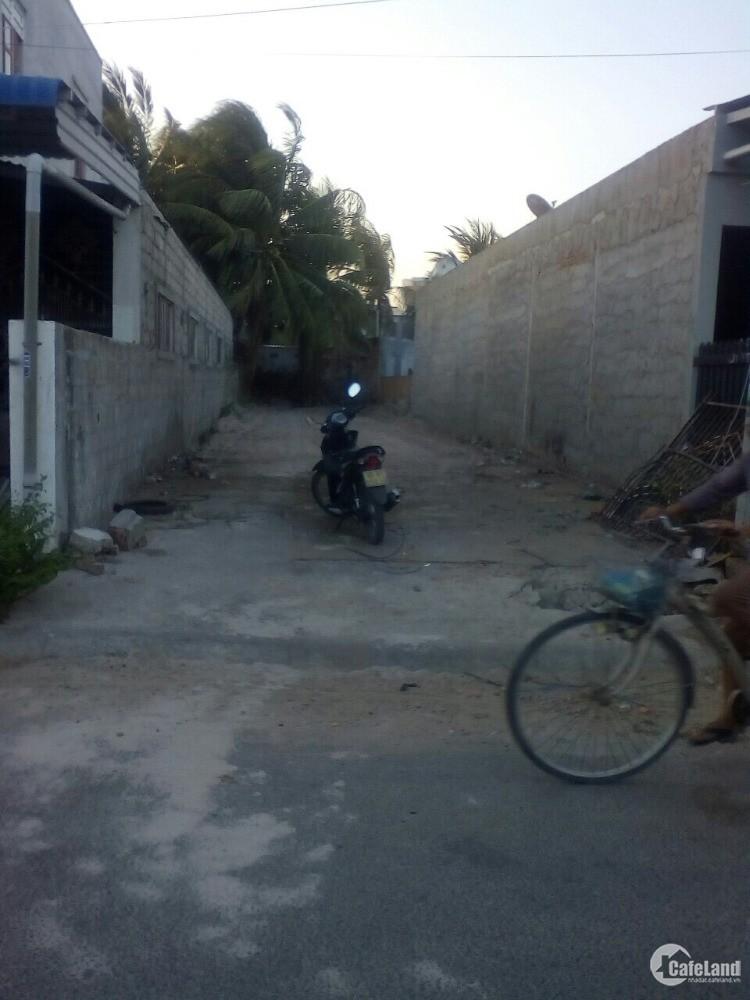 chính chủ cần bán lô đất mặt tiền gần chợ, 108 Nguyễn Văn Trỗi, Thị trấn liên hư
