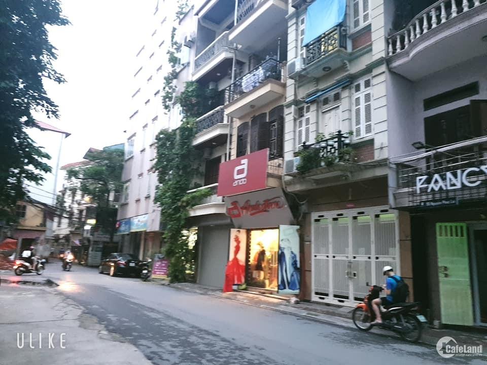 Bán nhà mặt phố Nguyễn Phúc Lai, Đống Đa.  52m, lô góc, ô tô, kinh doanh.