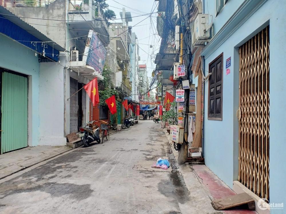 Bán gấp lô đất duy nhất tại Hùng Duệ Vương, ô tô đỗ cửa, sổ đỏ chính chủ
