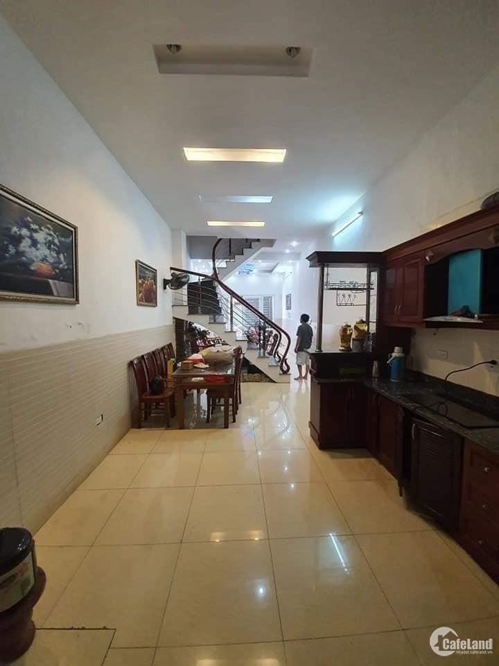 Bán nhà Nguyễn Văn Cừ 67m2, 4 tầng, Ô tô vào nhà, ngõ thông, giá chỉ 5 tỷ