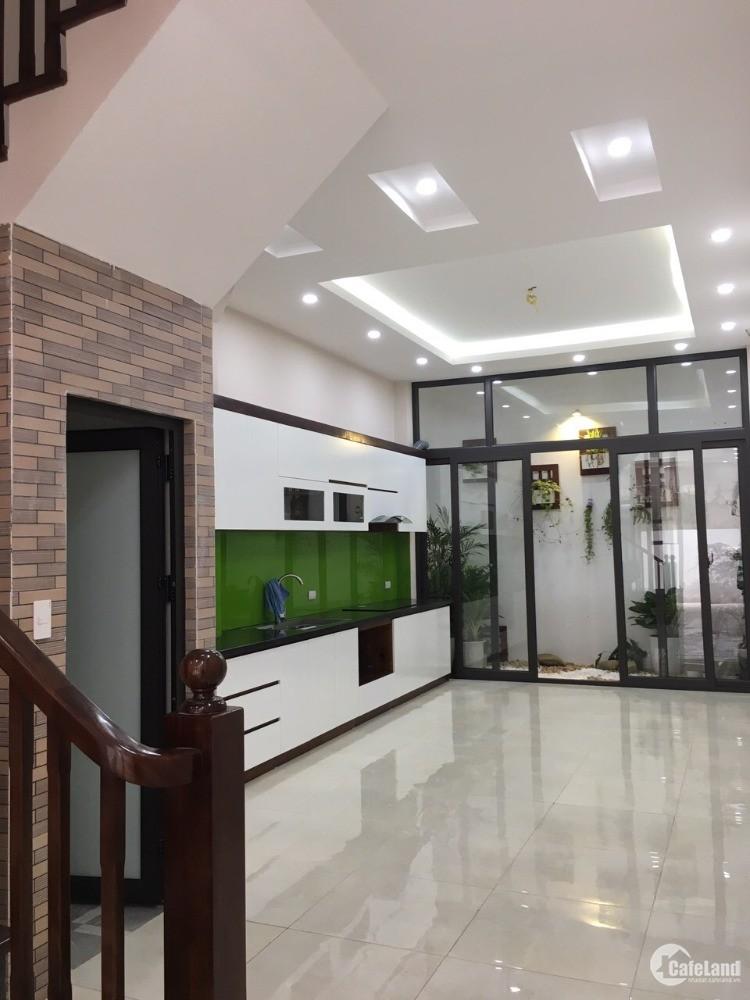 Bán nhà Đường Phố Trạm, Phường Cự Khối, Quận Long Biên, 4.5 tầng, 3 ngủ, 2.28 tỷ
