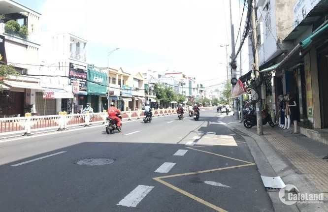 """Bán nhà mặt tiền đường 30/4 hướng Đông Nam """"Nở Hậu"""" phường Rạch Dừa Vũng Tàu"""