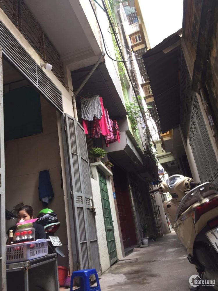 Bán nhà ngõ 190 đường Hoàng Mai 50m2 giá 62tr/m2, MT 5m