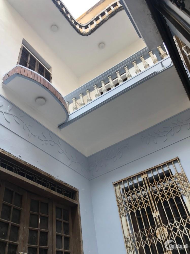 Cho thuê nhà sạch đẹp tại Đội Cấn 65m2 x 2 tầng, 1 tum, 3PN, giá 8tr/ tháng