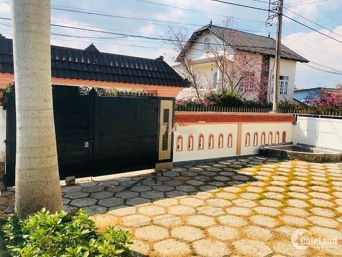 Cần bán gấp biệt thự VIP chính chủ tại đường Hồ Xuân Hương, Phường 9, Đà Lạt.