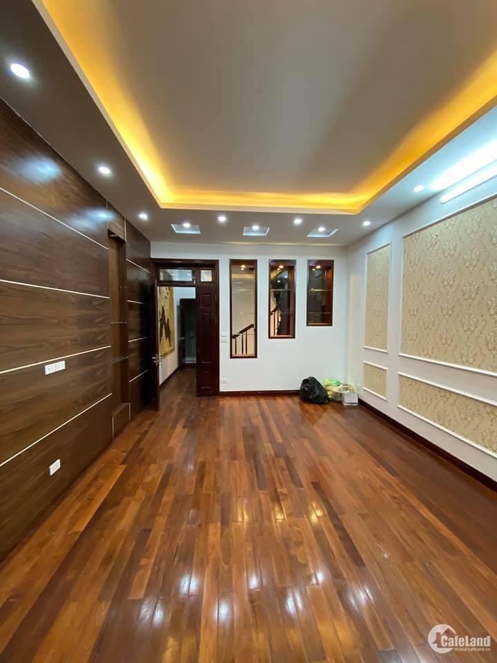 Bán nhà đẹp Phùng Chí Kiên, kinh doanh, đường hai ô tô tránh giá 9.96 tỷ