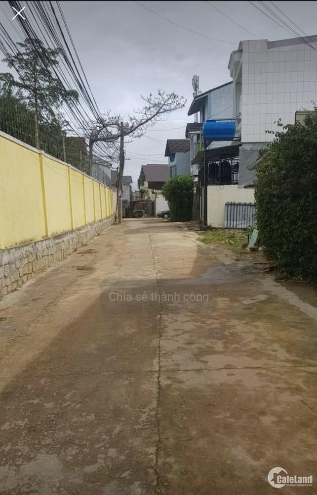 cần bán nhanh lô đất đường Nguyễn Hữu Cảnh p8 đà lạt