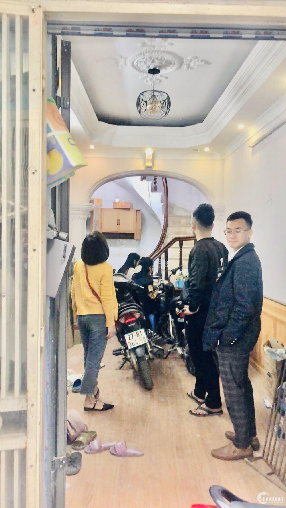 Tầm Tiền Hiếm Nhà Bán - 20m2 Giá 1,9 Tỷ Ngay Gần Chợ Mơ (Đường Minh Khai)