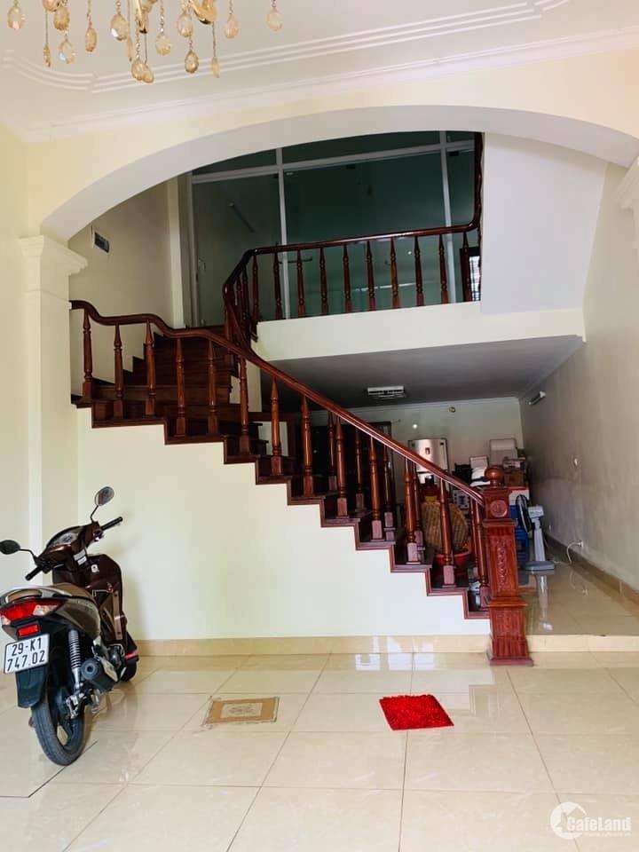Nhà mặt đường Bát Khối, phường Cự Khối, Long Biên. DT: 80m2 Giá 6,2 Tỷ