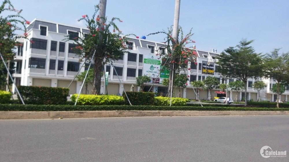 Chính chủ bán nhà 3 lầu mặt tiền đường trung tâm chợ Lạc Tấn, Tân Trụ