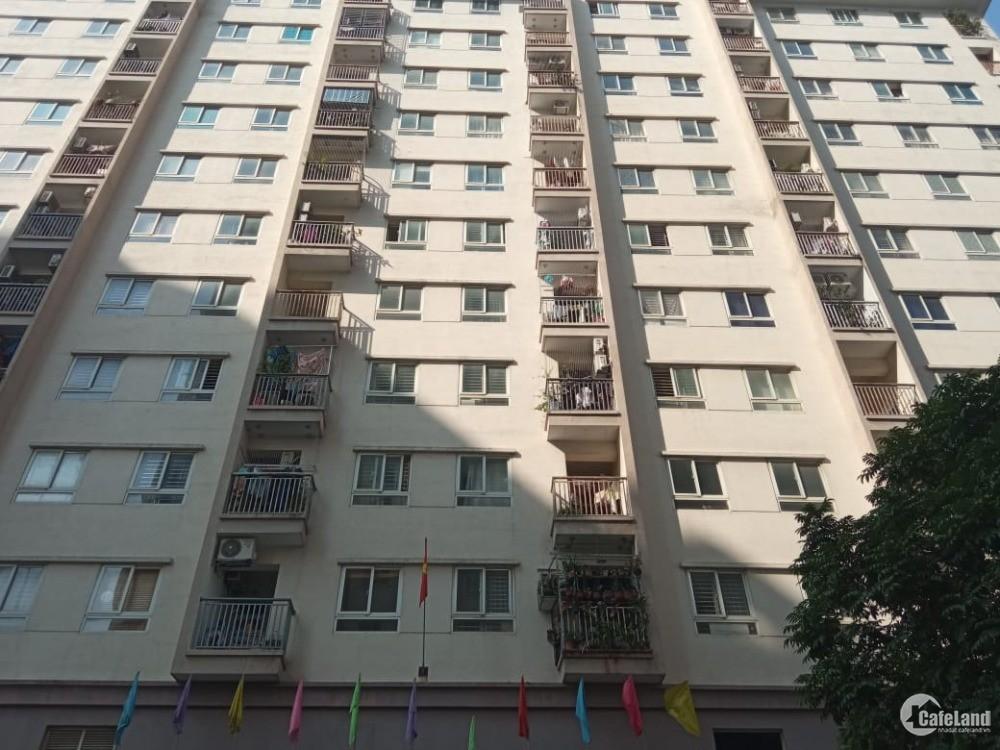 Cho thuê căn hộ 2PN thoáng mát, nội thất cơ bản ở 18 Tam Trinh,  Hai Bà Trưng