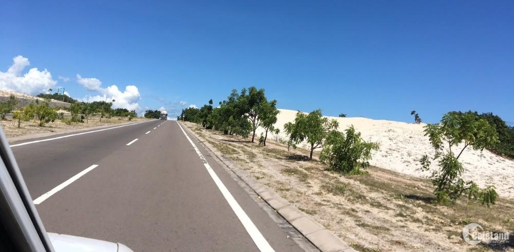 Cần bán lô đất 2 mặt tiền đường quy hoạch liên xã xuống biển Bàu Trắng, SHR