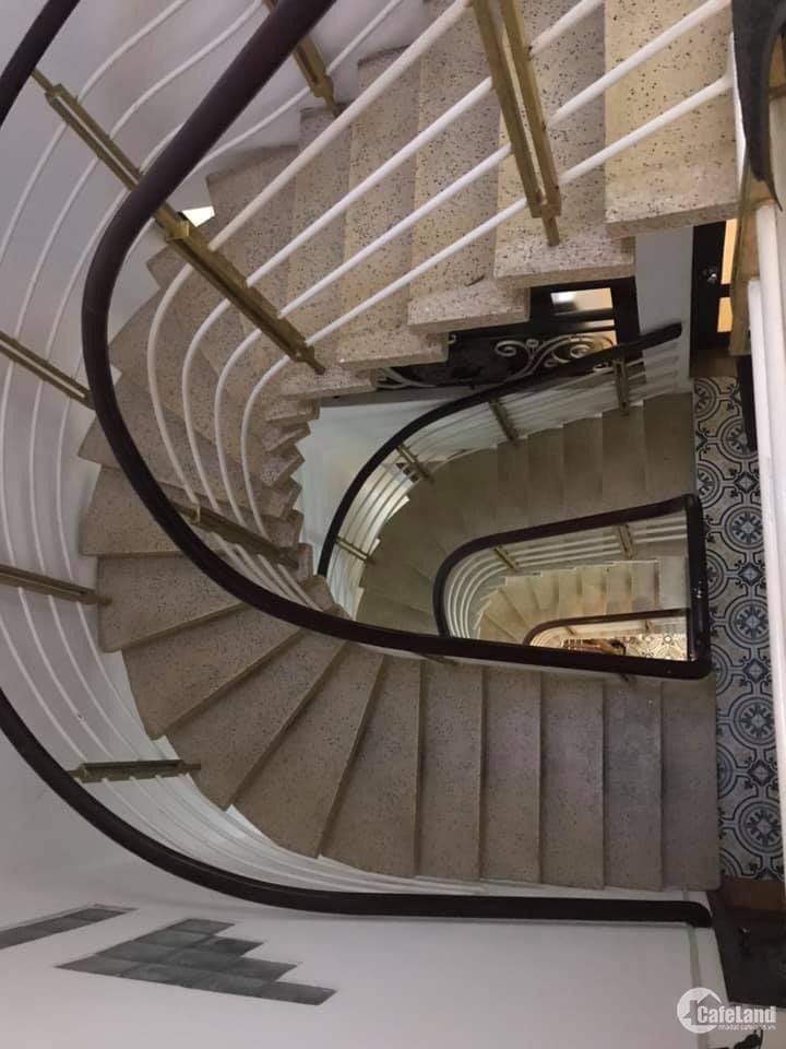 Siêu gấp, Bán nhà đẹp đường Điện Biên Phủ, Quận 1, 5 tầng, 4 x24,96m2, kinh